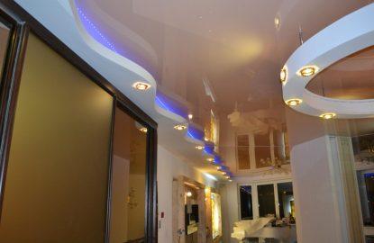 Натяжные потолки с подсветкой в коридор рисунок 1