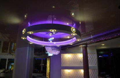 Натяжные потолки с подсветкой в коридор рисунок 2