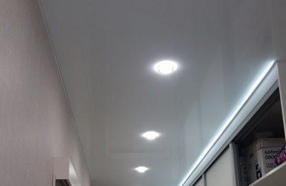 Натяжные потолки с подсветкой в коридор рисунок 3